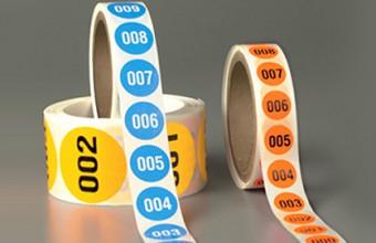 Etiquetas numeradas a cores